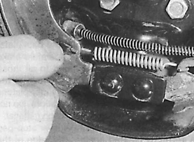 Задние тормозные колодки пежо партнер замена